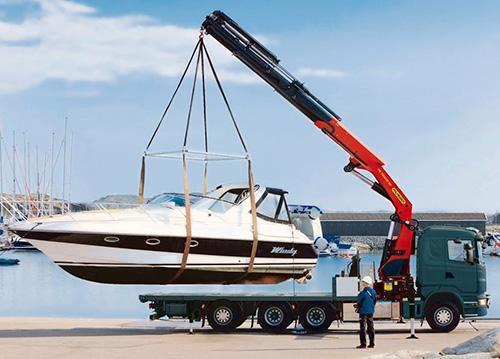 Заказать перевозку лодок и катеров манипулятором в Москве и МО