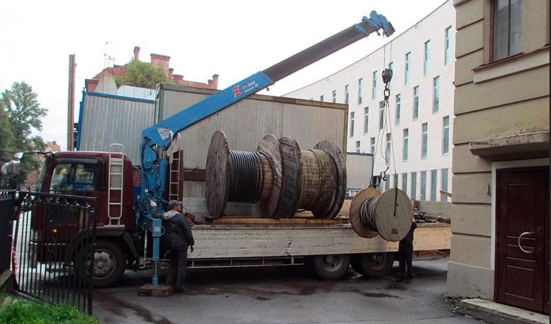 Перевозка катушек манипулятором в Москве